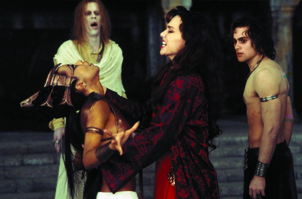 still-of-lena-olin,-aaliyah-and-stuart-townsend-in-queen-of-the-damned-(2002)