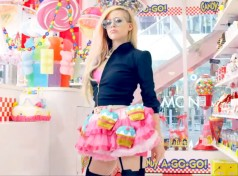 rs_1024x759-140422132355-1024.Avril-Lavigne.ms.042214